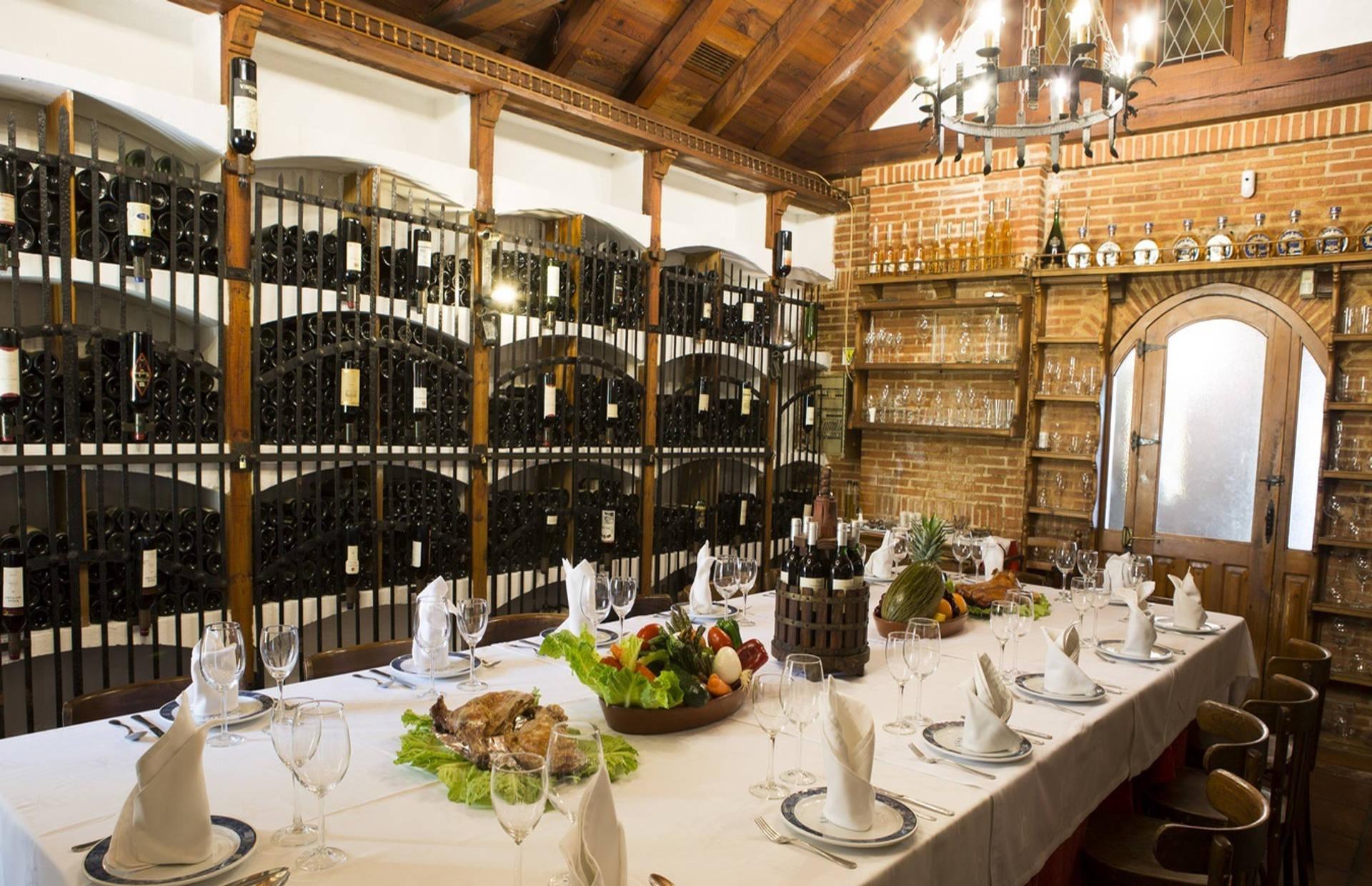 Imagen de la bodega de vino del Asador El Molino Madrid Plaza de Castilla