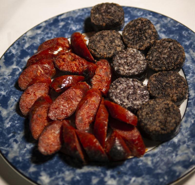 Chorizo a la brasa y morcilla de Burgos para recoger y a domicilio Madrid | Restaurante Asador El Molino