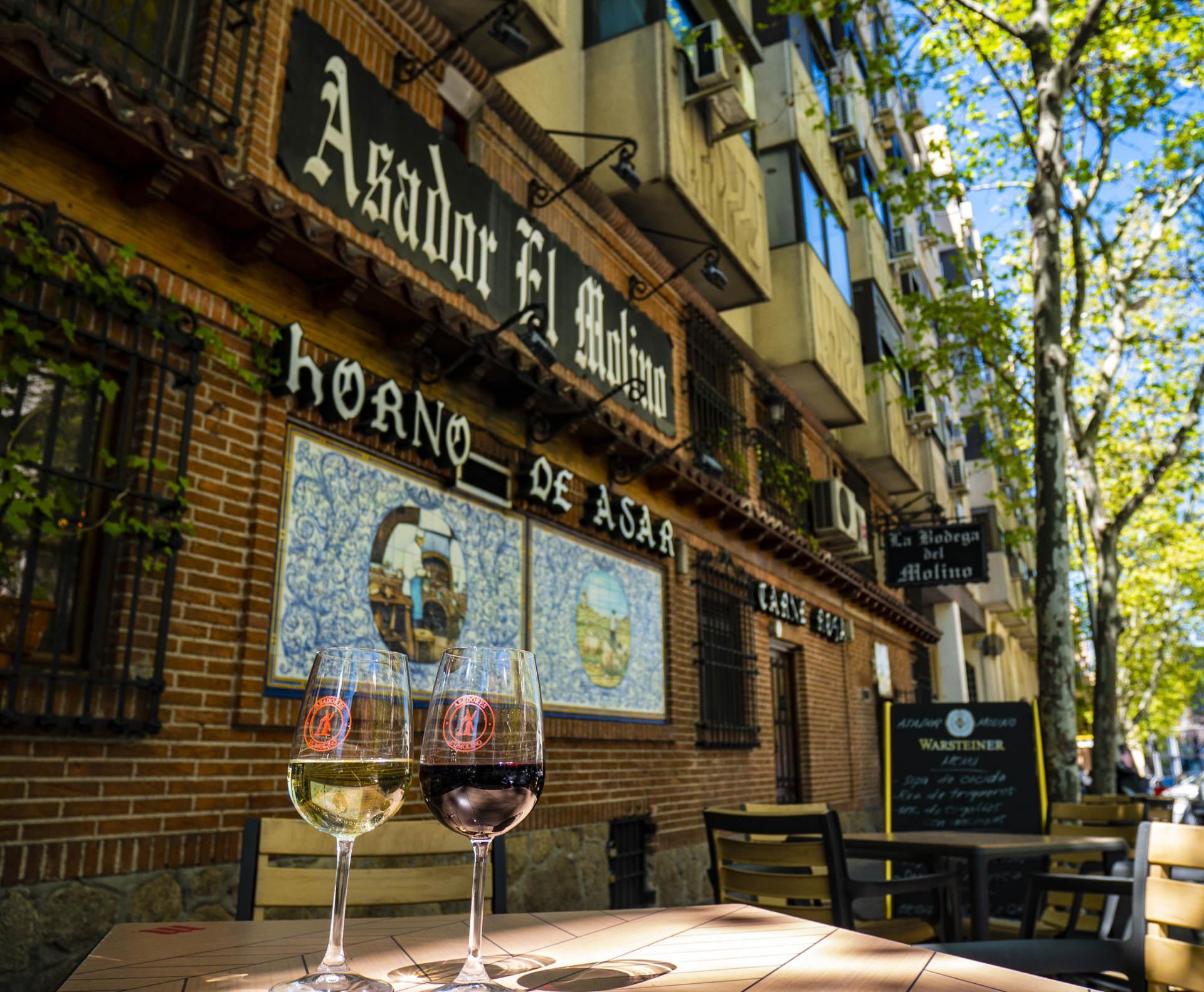 Terraza abierta al aire libre Madrid Plaza de Castilla | Restaurante Asador El Molino